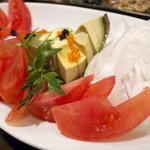 9621489 - アボカドとフルーツトマトのサラダ