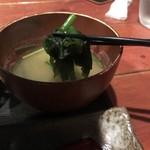 むちゃく - 味噌汁には たっぷりのワカメ