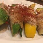 アボカフェ - アボカドと季節野菜の豚肉巻