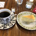 堀口珈琲 - ベイクドチーズケーキとブレンド「ハッピーホリデー」で972円