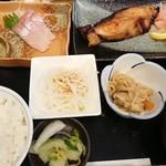 井魚家いむら - 銀鱈の味噌焼き&ブリ刺