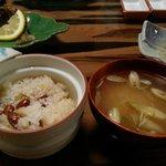 山菜川魚料理 湯谷亭 - おこわと臭みのない鯉のお味噌汁