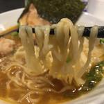海老そば まるは - 中太麺