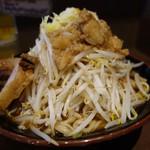 立川マシマシ - 中は麺300g食べれず残しました( ̄∇ ̄)