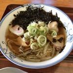島の家 - 料理写真:しょっつるラーメン(岩海苔)