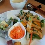 お惣菜&cafe 縁 - 料理写真:旬のお野菜たっぷりサラダ