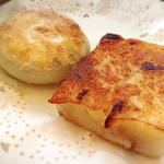 96244996 - 焼き物〜大根餅と海鮮焼き丸餃子
