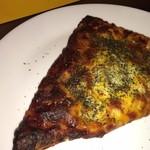 メゾン ドゥ ビエール - 焦げてるように見えますがハードピザとしてはなかなか良い