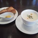 96251492 - しめじのスープ、パン