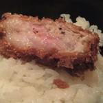 とんかつ マンジェ - 塩にんにくとんかつオンザライス最高!