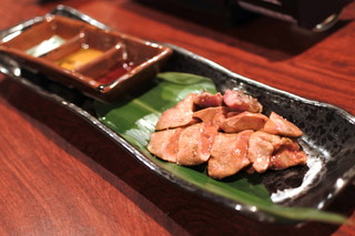 大人の隠れ居酒屋 豊和 表参道 - 比内地鶏 白レバーの炙り焼き(数量限定)