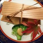96267864 -  <焼 物> 鰤と大根 杉板焼 ブロッコリー胡麻酢合え