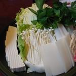 鯛よし百番 - 寄せ鍋野菜と湯葉、豆腐