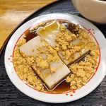 浅野屋本店 - 料理写真:久寿餅。葛粉は使わず、小麦粉を発酵させて作る「関東のくず餅」