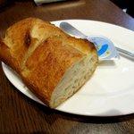ハンバーグ パテ トツカ - たっぷりソースには必需品のパン!