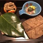 96271867 - ・山崎膳                           牡蠣と帆立の朴葉包み                           蟹と赤根草の酢の物                           サーモン黄味寿司                           紅葉人参                           柿なます                           海老旨煮