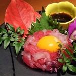 96277796 - ◆卵黄乗せ海鮮ユッケ 590円(税別)