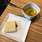 ピッツェリア ナオ - パンとオリーブオイル