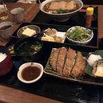やまと庵 - 料理写真:手前は、魚もお肉もいただける「合い盛りランチ」1000円♡