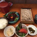きり - 料理写真:ランチメニュー そば 鳥もつセット ¥1000