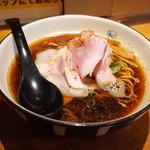 麺や 拓 - 料理写真:醤油ブラック750円