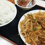 八仙居酒楼 - ピリ辛もつ炒め定食