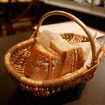 ラ トラットリアッチャ  - 自家製のトスカーナパン