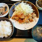 博多もつ鍋 やまや - 鶏の唐揚げ明太風味定食 1,000円。