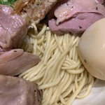 中華そば 満鶏軒 - 特製フォアグラ油そば1,100円の麺のアップ