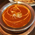 アジアンレストラン コピラ - マトンカレーのアップ。トマト感の強い濃厚なルー