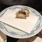天ぷら新宿つな八 - 椎茸の海老詰