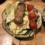 博多串焼き ハレノイチ - 左がシソ巻、右がトマト巻
