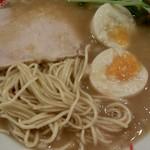 煮干し拉麺 アンチョビー - チャーシュー、麺、煮卵