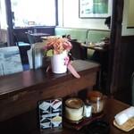 ぽえむ - 古い喫茶店って椅子が緑色な事が多いよね