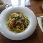 CAFE RESTAURANT VICTORIA - 蓮根とスパイシーソーセージのバター醤油スパゲッティ ¥850