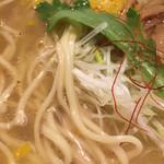 塩元帥 - 天然塩らーめん (*´ω`*) 麺見せ