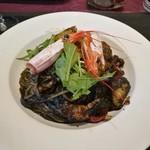96313811 - 有頭海老と季節野菜のパスタ イカスミ