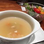 Tossajikurassan - ランチセットのミニサラダと野菜スープ