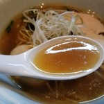 らーめん三極志 - 味玉醤油らーめんのスープ