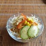 オスアシリ アーユルヴェーダ ダイニング サロン - サラダ。