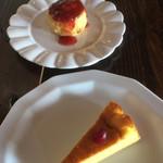 休暇小屋 - スコーンとパンプキンチーズケーキ(各200円)