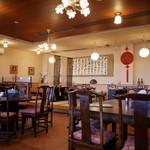 中国料理 甜甜酒楼 - チャイナ感ある店内