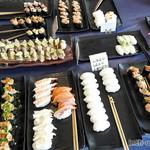 MOM'S - 寿司は…ネギトロ、鮪、穴子、うなぎ、いわし、イカ、タコぶつ、帆立、サーモン、稲荷寿司、玉子焼など数えきれず…