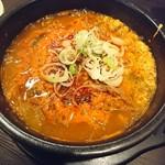 96328388 - (2018年11月 訪問)ユッケジャンスープ。野菜もタップリで牛肉も食べやすい食感です。