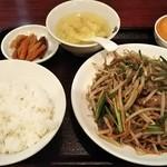 96330941 - レバニラ定食