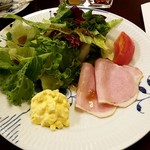 96334489 - 湘南鎌倉野菜とレタス・卵・ハムのサラダ