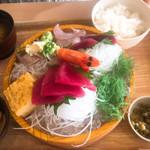 築地食堂 源ちゃん - 本日のお刺身定食 ¥1350 定食は嬉しい