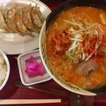 げんき屋 - 料理写真:「激辛らーめん(激辛)」860円+「餃子セット」480円