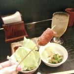 串揚げ処 楽珍 - 牛串、衣の中で食べやすいサイズに分かれてます