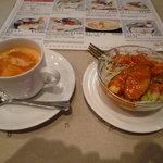 インドラ マハール - トマトスープ(サービス品)&サラダ
